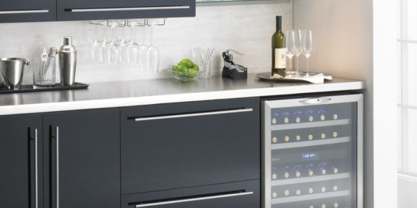 frigo-cantina-home-design-bere-conservare-il-vino-etichette-personali-selezione-exclusive-wine-1680x616